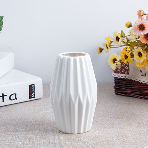 Nordic Stylish Small White Ceramic Vases European Fashion Ceramic Flower Vase Porcelain Flower Tabletop Vaso for Home Decoration