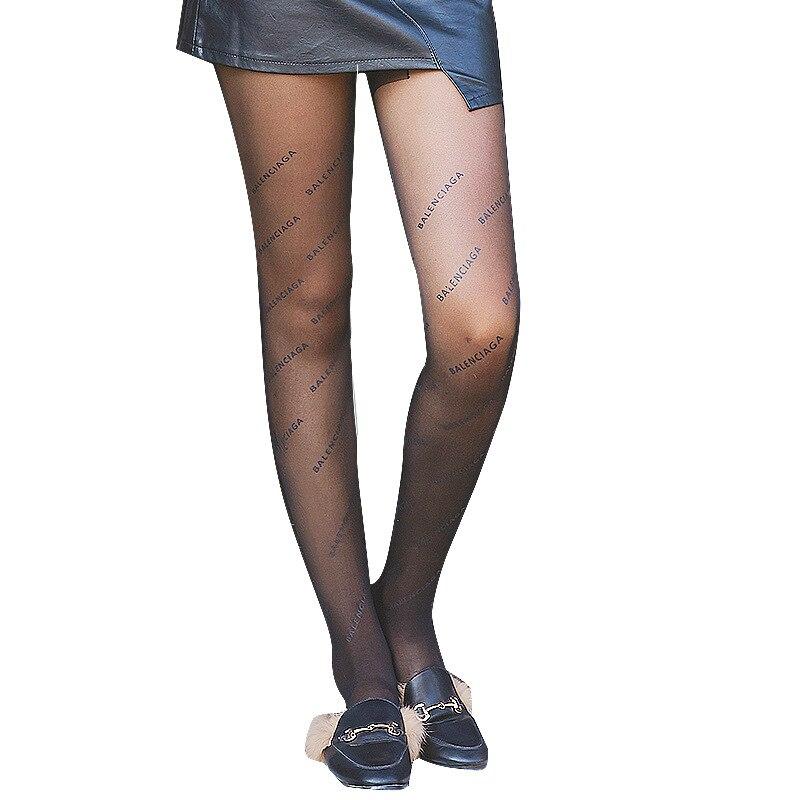 561c53529fd6 Primavera y otoño marea negro impreso alfabeto Calcetines niños moda Sexy  ultradelgado Jacquard inferior pantimedias calcetines de seda