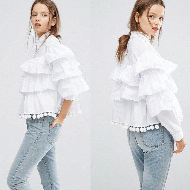 [Twotwinstyle] 2017 primavera coreana capas ruffles manga larga camiseta con bolas borlas decorar mujeres la moda de nueva