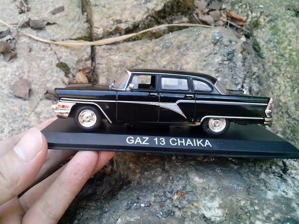 Box geschenk modell, Hohe simulation 1:43 legierung Sowjetischen auto GAZ 13 CHAIKA Gass Seagull verlängert rot flagge, kostenloser verschiffen
