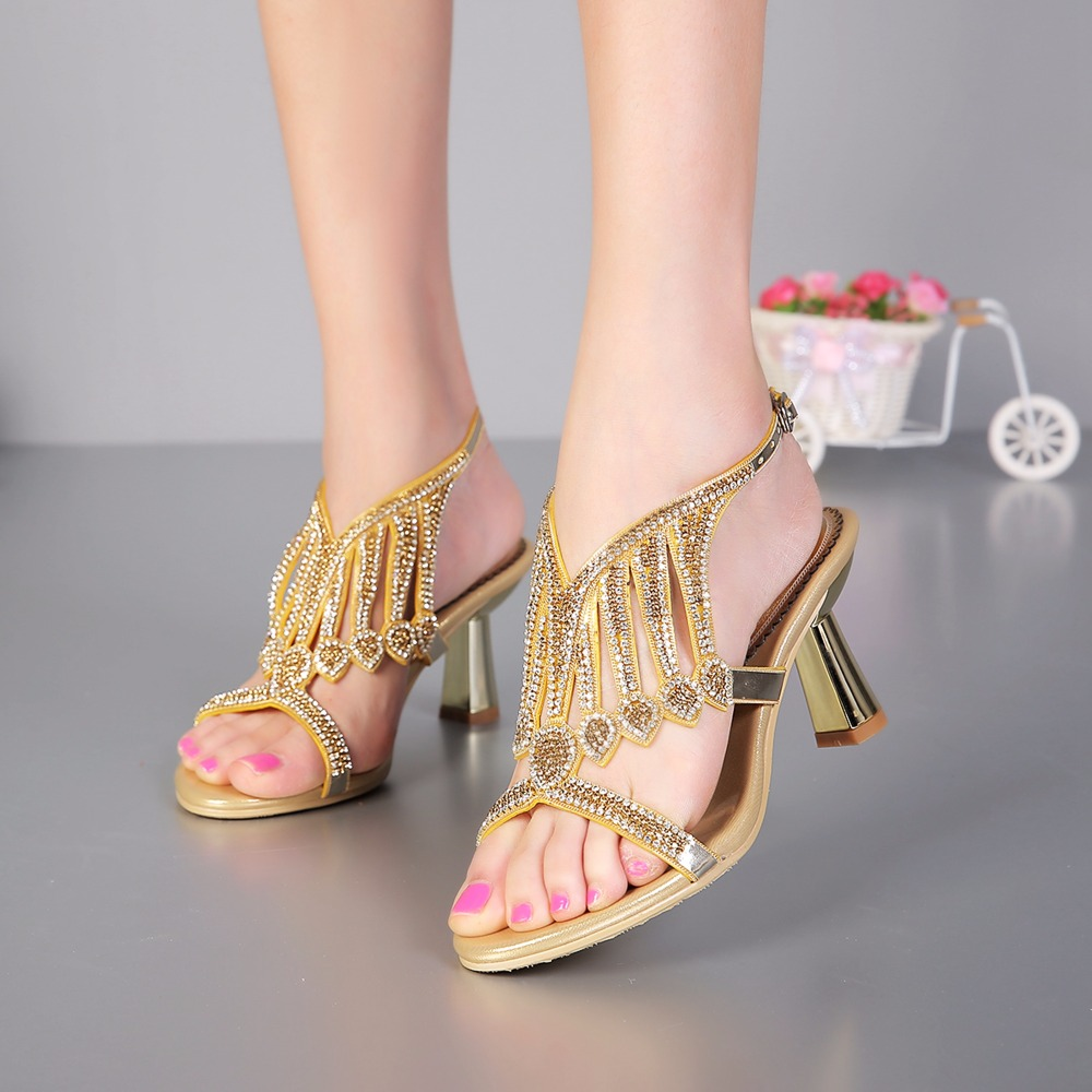 2017 Summer Fashion Sexy Golden Heart Shaped Rhinestone High Heels Crystal Sandals Women Sandals Peep Toe Woman Wedding Shoes