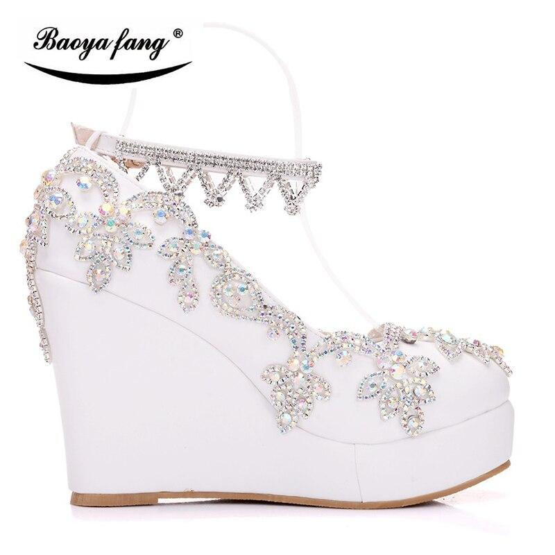 2018 ใหม่เจ้าสาวรองเท้าแต่งงานผู้หญิงเจ้าสาวรองเท้า Wedges heel รอบ Toe คริสตัลสีขาวรองเท้าผู้หญิงแพลตฟอร์มรองเท้า-ใน รองเท้าส้นสูงสตรี จาก รองเท้า บน   3