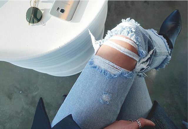 [TWOTWINSTYLE] 2017 Wild Slim Hole Kneel Ripped European And American Style Women Jeans New Fashion Trouses Streetwear