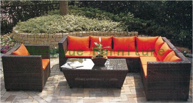Patio de mimbre del sofá con el amortiguador y almohadas, sofá de jardín proveedor