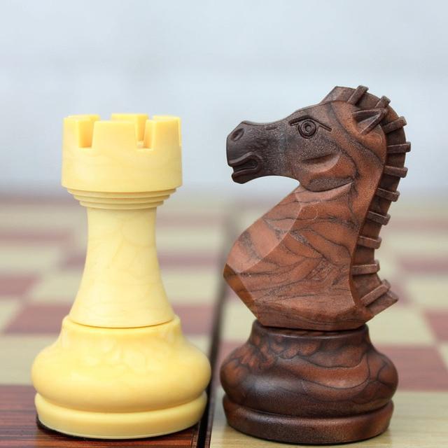 Jeu d'échecs de voyage plastique look bois, taille ouverte 36cm x 31cm 3