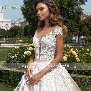 Image 3 - Loverxu kısa kollu prenses balo gelinlik 2020 seksi aplike boncuklu çiçekler şapel tren saten Vintage gelin kıyafeti