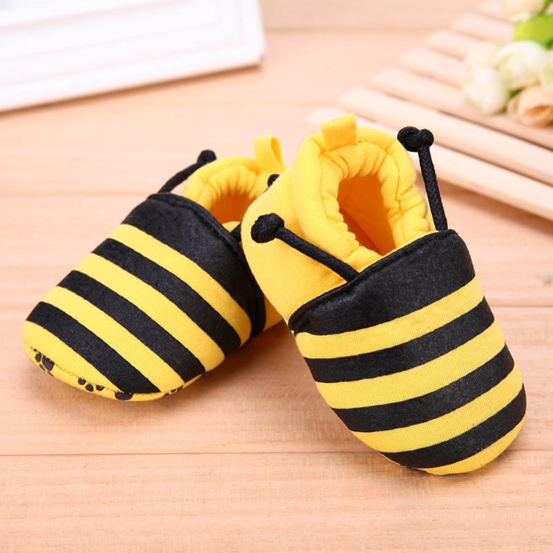 Sepatu Bayi Elastis Band Lembut Pertama Walker Sepatu Lucu Kartun Lebah  Ladybug Pola Hewan Bayi Baru 218e840e0d