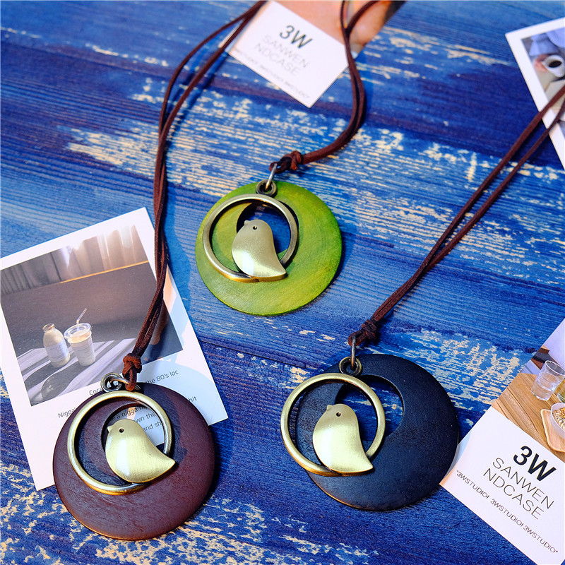Vintage Alloy Bird Round Wood Plate Pendant Necklaces Cute Women Long Necklaces Clothing Accessories Long Necklace Female