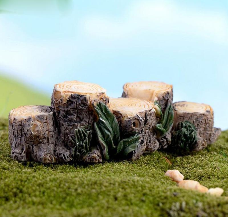 Gnome In Garden: Tree Stump Miniature Figurine Fairy Garden Decoration