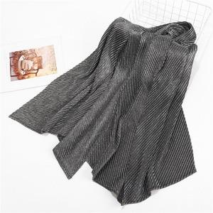 Image 3 - 10 ピース/ロットしわ Hijabs ショールラメイスラム教徒ターバンビスコースきらめきスカーフイスラムメタリックヘッドスカーフ女性のスカーフマフラー