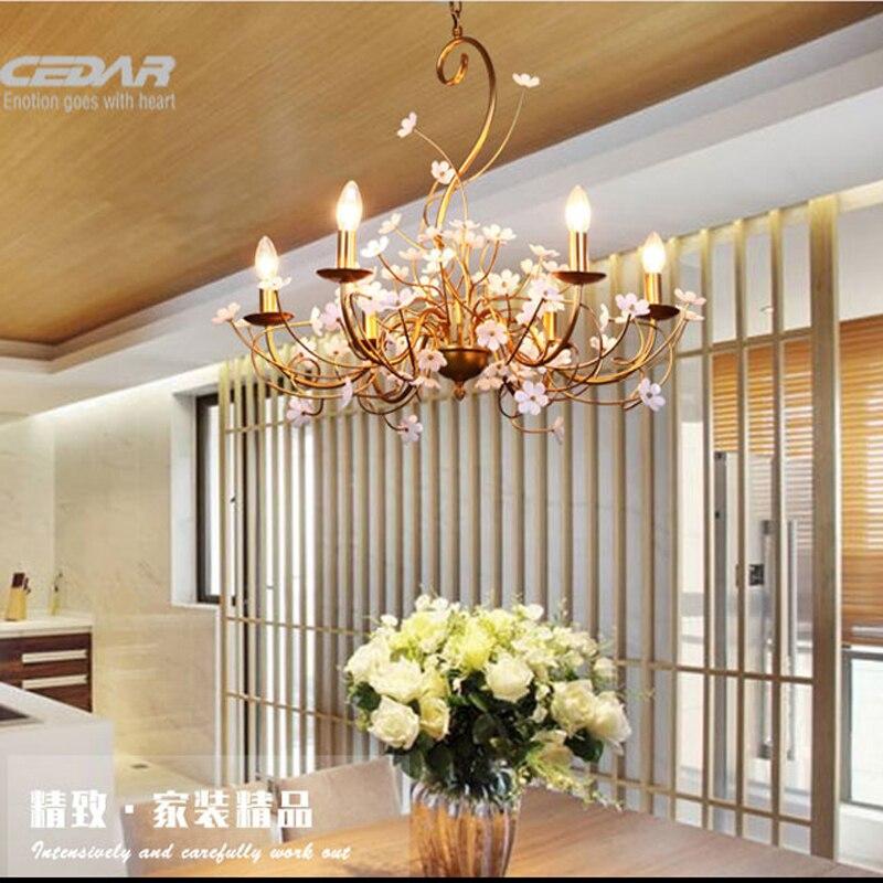 US $388.0 |Americano minimalista sala lampadario camera da letto creativa  oro Europeo di illuminazione Lampadario In Ferro petali di fiori-in ...