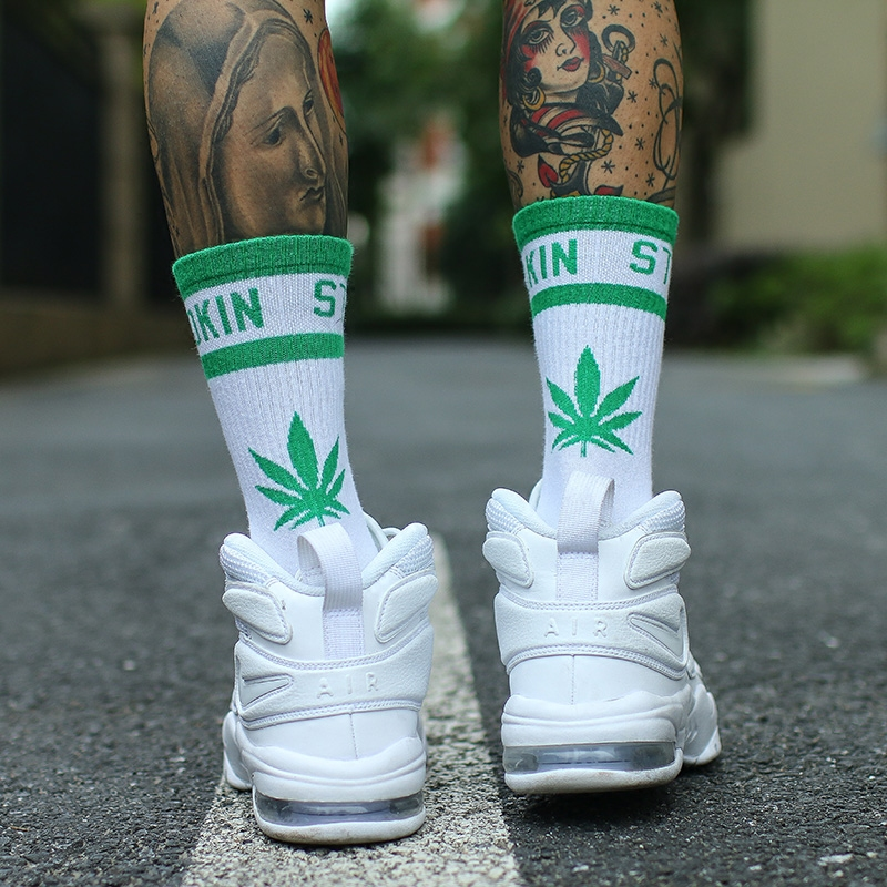 IMINCN 1Pair Original Design Young People Hiphop No Smoking Maple Leaf Cotton Dance Street High Fashion Black White Sock