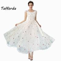 Nowy Oryginalny Kwiat Biały i Czarny Haftowane Sukienka Duży Rozmiar Ubrania Sukienki dla Kobiet 2017 Lato Słodkie Plisowana Sukienka