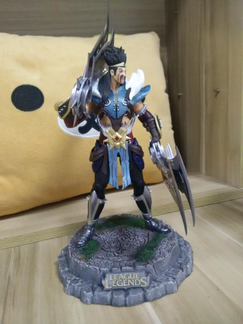 ФОТО 1pcs Game/Anime character Draven action pvc figure model tall 22cm in box hot sell.
