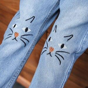 Image 5 - Moda primavera 2019 meninas jeans gato dos desenhos animados bordado calças outono roupas da menina do bebê denim para crianças roupas adolescentes