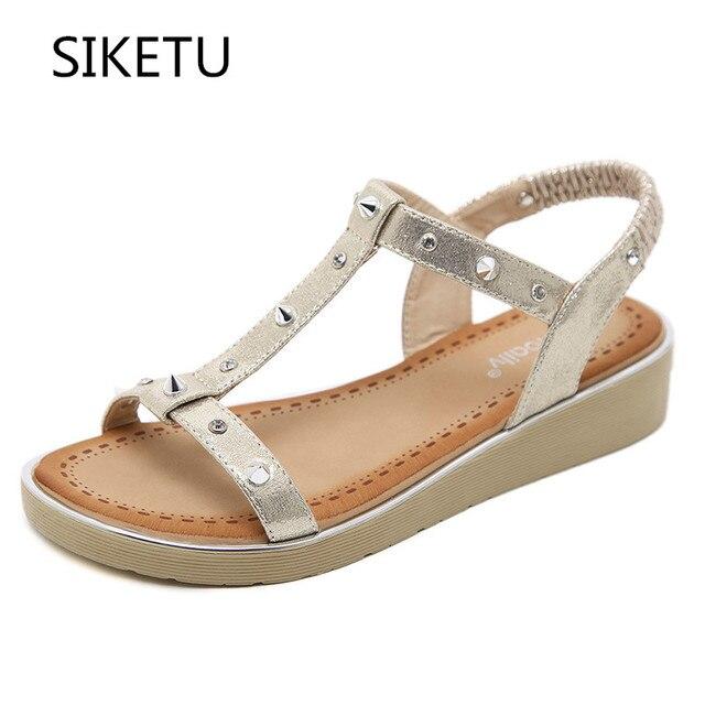 bf1ce7baf SIKETU Senhoras Planas Sandálias Mulheres Verão Gladiador Rebite de Cristal  Strass Plataforma Sandálias de Praia Sapatos