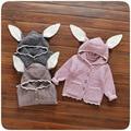 Niños Otoño Invierno de Punto Suéter de los Bebés Lindo Orejas de Conejo Sudaderas Con Capucha de Prendas de Punto prendas de Vestir Exteriores Del Niño Ropa de Abrigo de Color Sólido