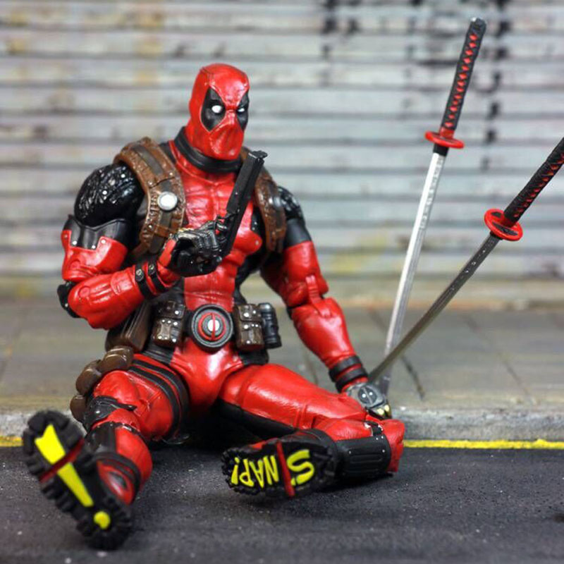 EPIC Marvel Deadpool Super Poseable Ultimate Collectible Action Figure  (3)