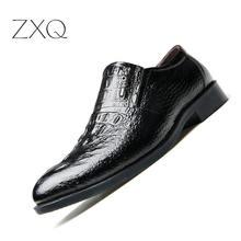 08c320395 Homens Sapatos de couro Deslizamento Em 2019 Primavera Verão Homens Sapatos  de Couro Preto de Luxo