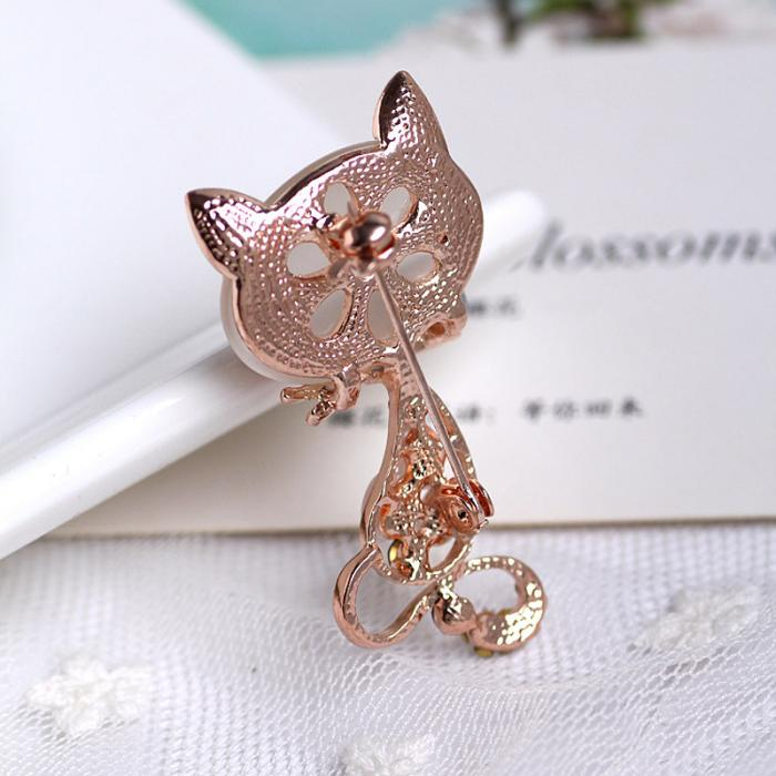 black-eyed-fox-brooch-with-multicolored-rhinestones-and-opal-stones-4