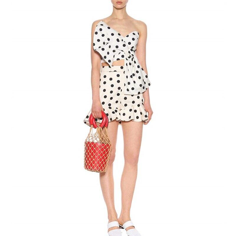 TWOTWINSTYLE Polka Dot frauen Sommer Anzüge Zwei Stück Set Slash Neck Tops Weibliche Mit Hoher Taille Rüschen Saum Shorts mode Neue-in Damen-Sets aus Damenbekleidung bei  Gruppe 2