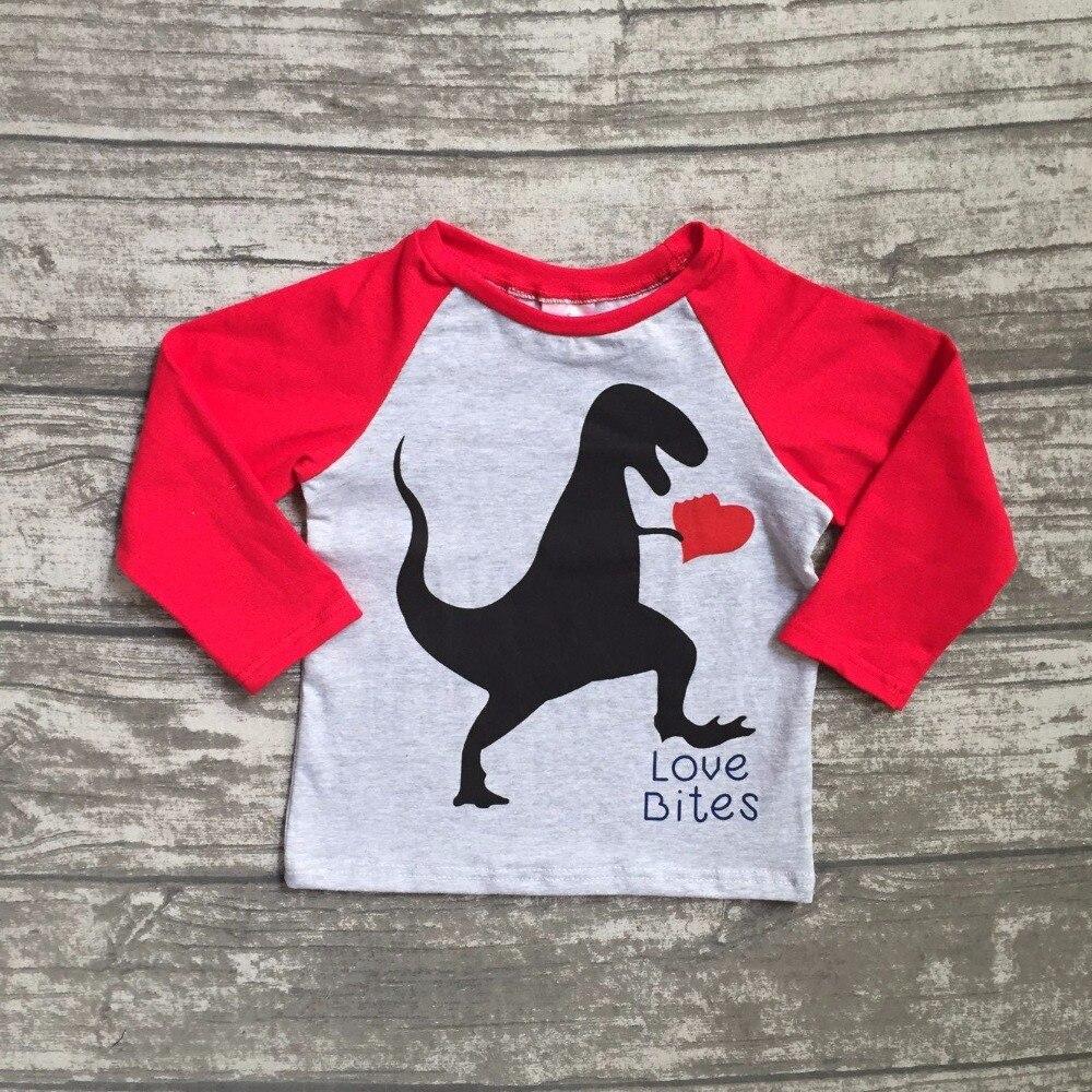 Nueva primavera Día de San Valentín del bebé dinosaurio gris rojo corazón amor corazón algodón boutique lindo topt-camisa reglans childen clotes