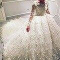 Vestidos de Casamento de luxo Até O Chão Sheer Tripulação Decote Lace Apliques Feitos À Mão Flores 3D Flores Vestido de Noiva Manga Longa