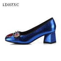 LDHZXC 2018 Новая женская обувь высокие ботинки на каблуках модная металлическая рыло квадратный носок с жемчугом Для женщин Зимняя обувь; больш