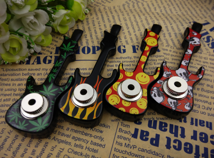 Free shipping 5pcs/lot Novelty Guitar Shape Metal smoking weed pipes With lid retail package and screens Narguile Smoke Tobacco