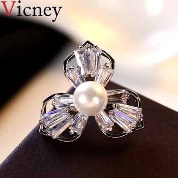d95e76e8d4 Vicney lujo AAA circón trébol Collar broche elegante pequeño Pin moda  broches para mujeres camisa traje accesorios 2019 joyería
