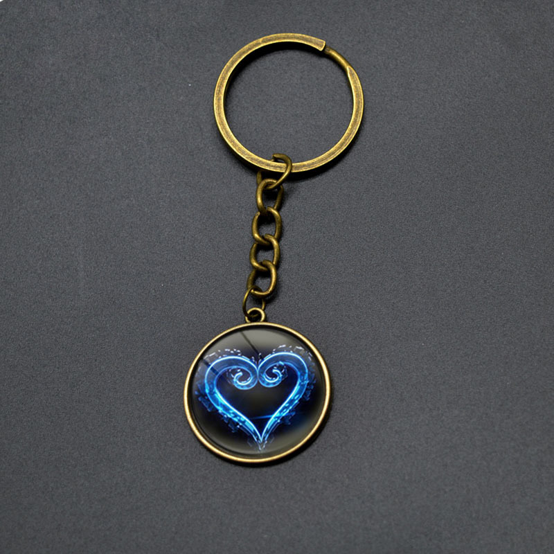 Game Kingdom Hearts Key Chains For Men Vintage Heart Pattern Round Pendant Keychain Boy Girls font