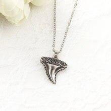 12e73386fb7 Collier à dents de requin plaqué argent rétro neutre pendentif dames Simple  en cuir corde pendentif bijoux collier meilleur cade.