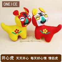 Feliz vestir muñeca de tigre características chinas regalo para enviar a los extranjeros artes populares y artesanías estilo pequeño Adornos
