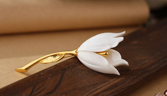 New noble ladies clothing present tulip magnolia brooch brooch wholesale girls birthday party Brought needle free shippingsets 1