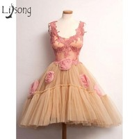 Pretty Knee Length Champagne Cocktail Dresses Lace 3D Flower Prom Gowns Cocktail Dresses Robe De Cocktail Homecoming Dres s