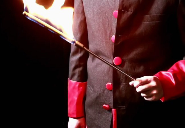 Los trucos de Magia electrónicos de fuego a caña se pueden utilizar para soplear A Magia de caña varita de mago de escenario comedia