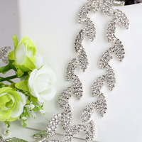 High Quality Wholesale Clear Leaves Shape Crystal Rhinestone Wedding Dress Cup Trim