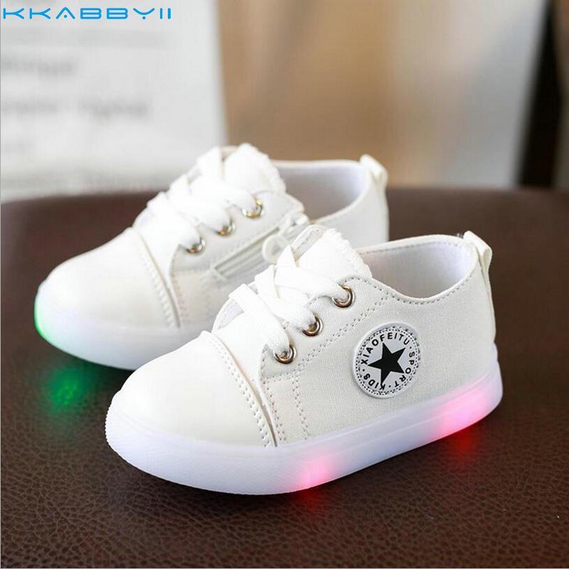 KKABBYII niños moda niños Led Zapatillas Zapatos de lona inferiores suaves del deporte del bebé del Niño Zapatos con luz niños niñas zapatillas