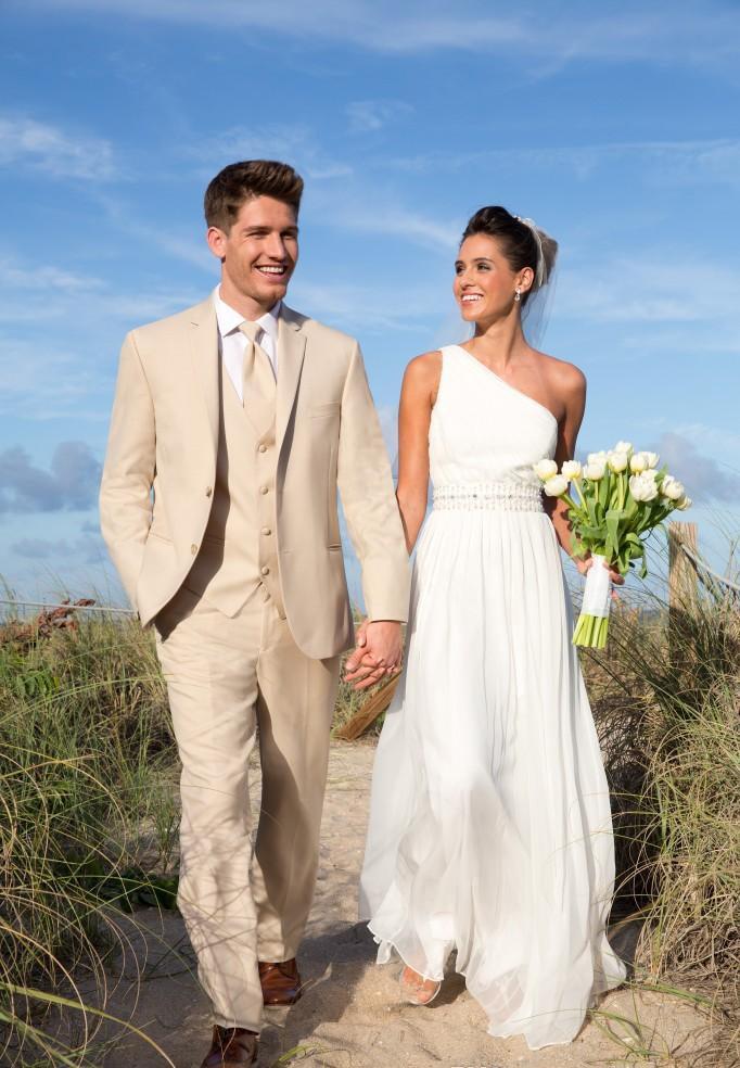 Невеста В Бежевом Платье С Женихом