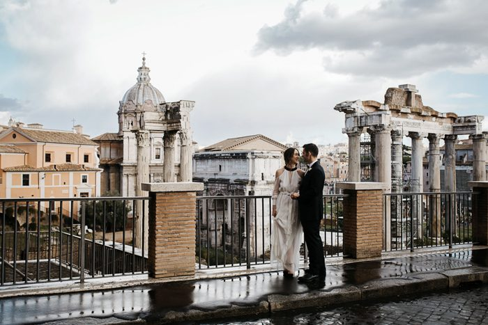 piazza-del-campidoglio-in-rome-was-the-perfect-wedding-destination-for-this-art-and-history-loving-couple-quince-and-mulberry-studios-36-700x467