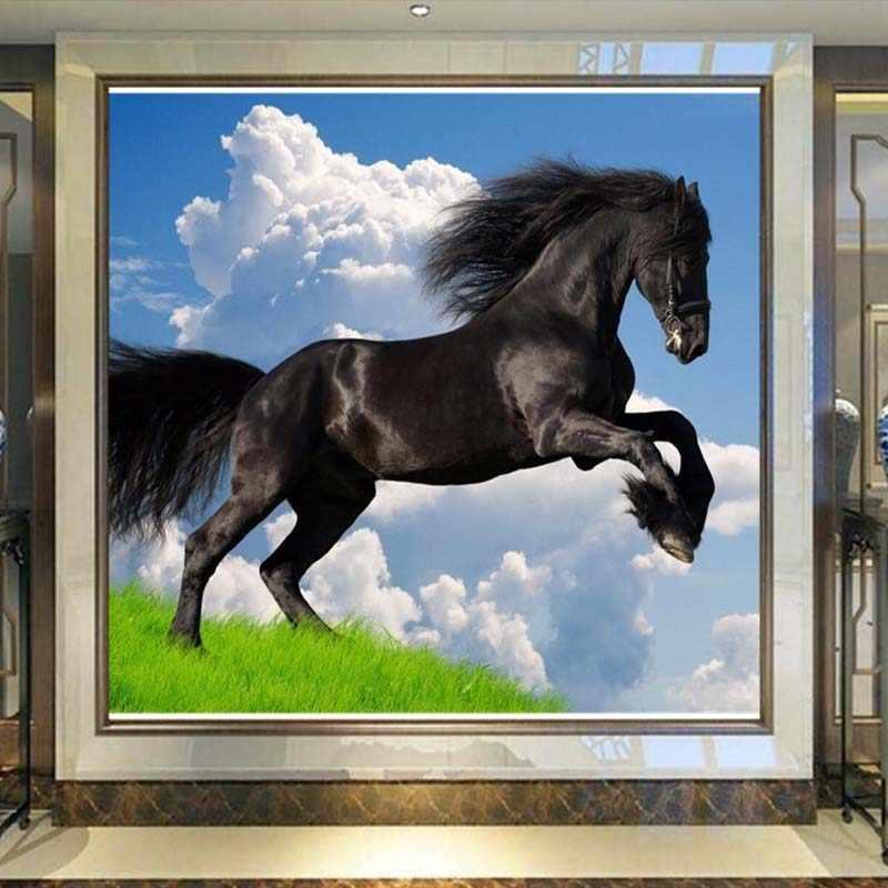 العرف ثلاثية الأبعاد طبيعة مشهد السماء الزرقاء الغيوم البيضاء الحصان الأسود جدارية خلفية أريكة غرفة المعيشة التلفزيون ورق حائط الخلفية ديكور المنزل