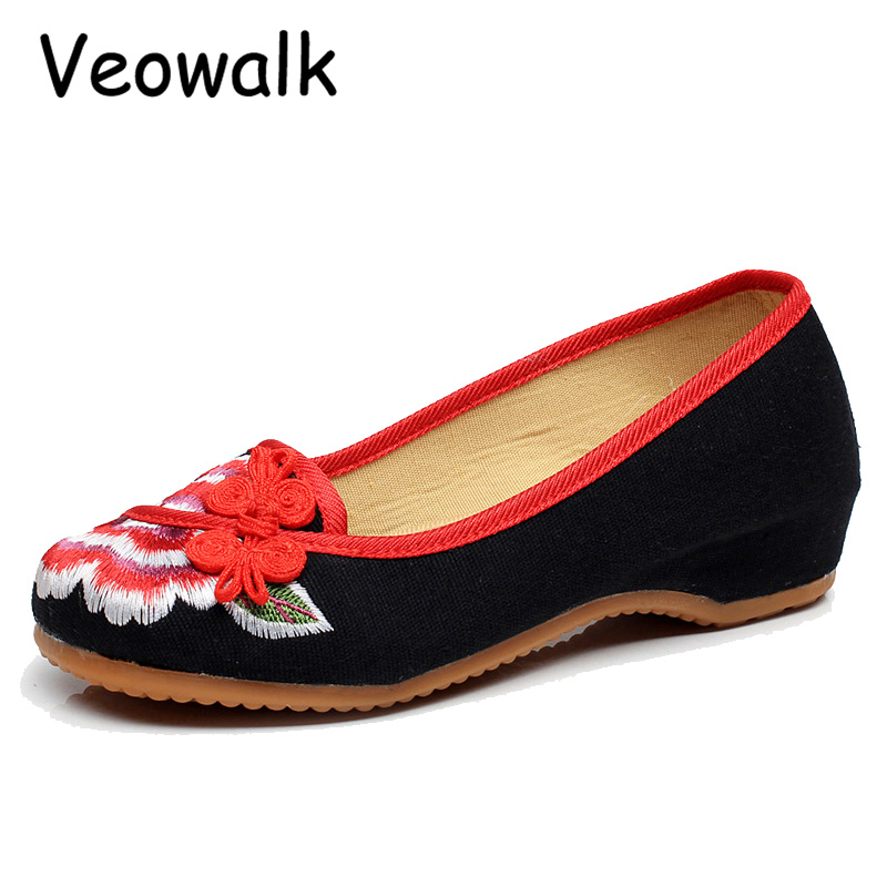 Veowalk Good Quality Fashion Women's Shoes Old Peking Flat Heel Demin Flats With Peony  Embroidery  Casual Shoes Big Size 40 vintage embroidery women flats chinese floral canvas embroidered shoes national old beijing cloth single dance soft flats