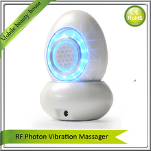 Newest 3 Colors Led Light Therapy Vibrating RF Face Lift Skin Tightening Nutrient Infusion Nano Moisturizing Beauty Instrument