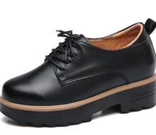 2019 Primavera mulheres tênis de plataforma sapatos de plataforma apartamentos sapatos De Couro das senhoras ata acima trepadeiras sapatos de salto médio.