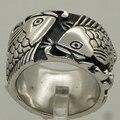 Suerte y par anillo de acero inoxidable 316L pareja de peces que nadan en la onda