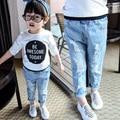 2017 Nueva Primavera y Otoño Bebé Niños Casual Ripped Jeans Agujeros Vaqueros de Moda Las Niñas de Ropa Para Niños G538