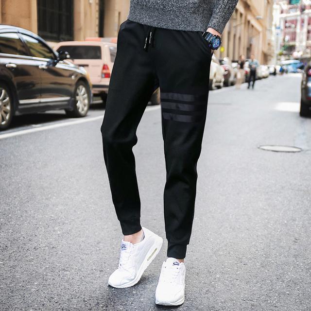 2016 homens Quentes de Outono calça casual jovens das grandes estaleiros soltas calças harem pants pé calças dos homens padrão de couro estudante de moda