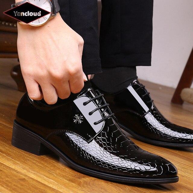 Дышащий острый носок достойный Элегантный Формальные Мужские модельные туфли 2018 Лакированная кожа офисные свадебные туфли мужские оксфорды