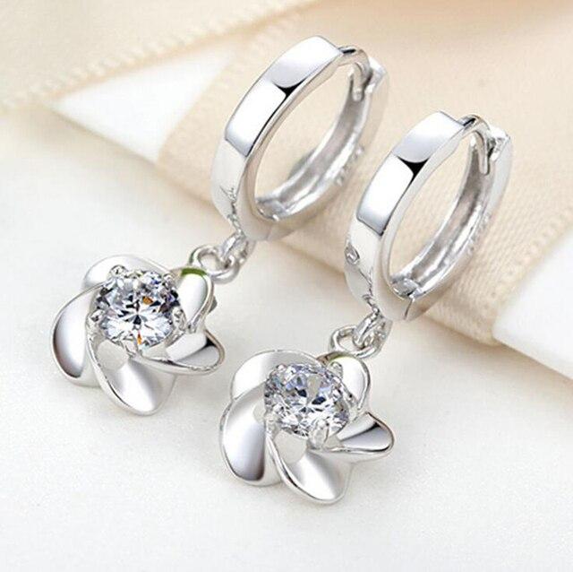 9552b4f33e90 Moda mujer 925 Plata blanco Zircon flor pendiente pendientes para niña niño  niños bucle Huggie pendiente