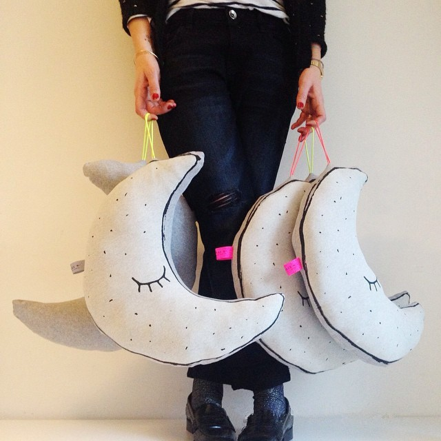INS-Hot-Cotton-Glow-In-The-Dark-Luminous-Moon-Placate-Stuffed-Toys-For-Baby-Children-Room (1)